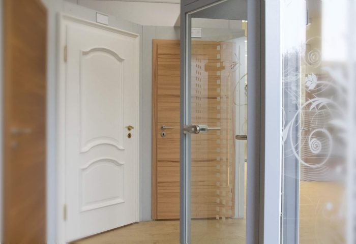 Zimmertüren aus Massivholz und Glas